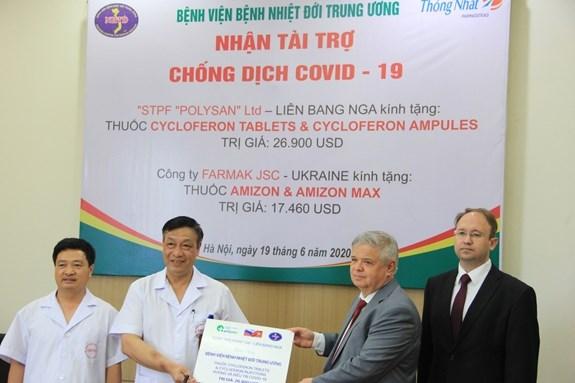 Vietnam recibe medicamentos contra el COVID-19, otorgados por Ucrania y Rusia hinh anh 1