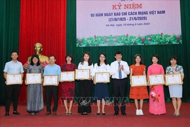 Agencia Vietnamita de Noticias honrada por cobertura de COVID-19 hinh anh 1