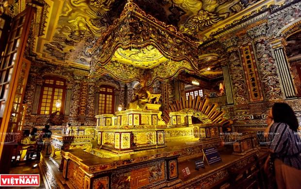 Tumba de Khai Dinh, obra maestra del mosaico de Hue hinh anh 1