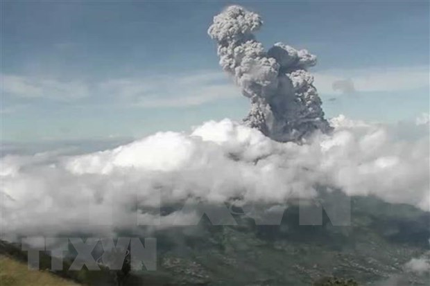 Indonesia emite maxima alerta de aviacion tras la erupcion del volcan Merapi hinh anh 1