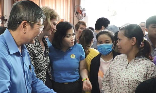 """Abren supermercado """"cero dong"""" en Hanoi para ayudar a trabajadores afectados por el COVID-19 hinh anh 1"""