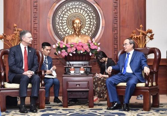 Dirigente de Ciudad Ho Chi Minh recibe a embajador estadounidense hinh anh 1