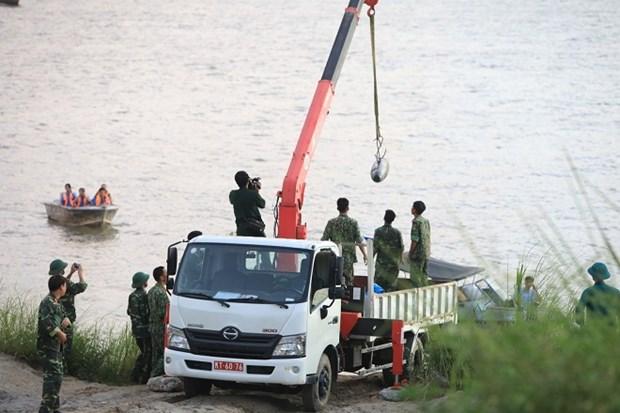 Evacuan bomba remanente de guerra cerca del historico puente de Long Bien hinh anh 1