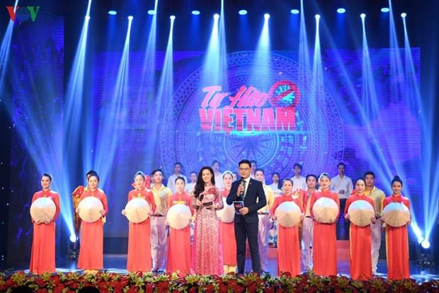 Honran a las personas en primera linea en la lucha antiepidemica en Vietnam hinh anh 1