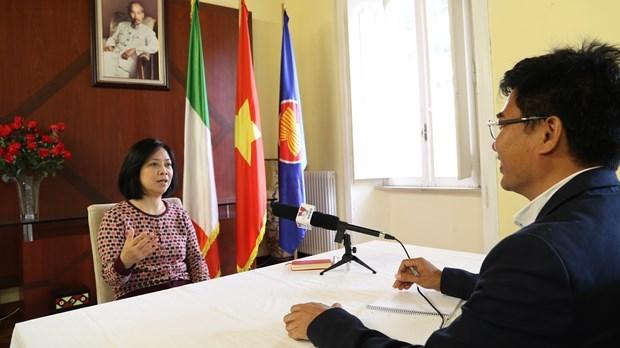 Donan miles de mascarillas a comunidad vietnamita residente en Chipre hinh anh 1