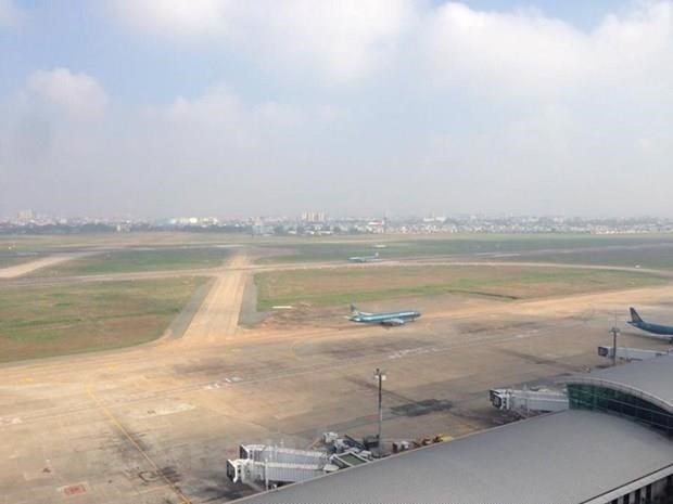 Cerraran una pista de aterrizaje en Aeropuerto Internacional de Tan Son Nhat para restauracion hinh anh 1