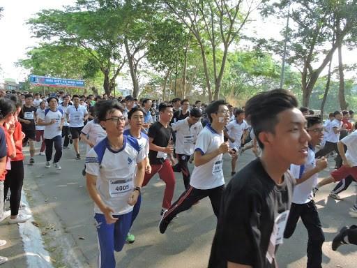 Nutrida participacion en maraton en conmemoracion de nombramiento de Ciudad Ho Chi Minh hinh anh 1