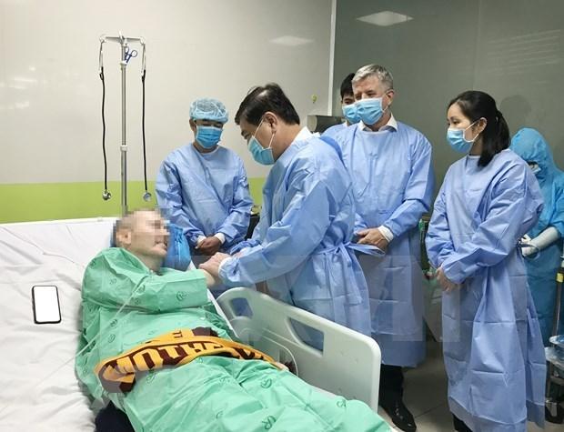 Repatriaran a piloto britanico, paciente mas grave de COVID-19 en Vietnam tras recuperarse hinh anh 1