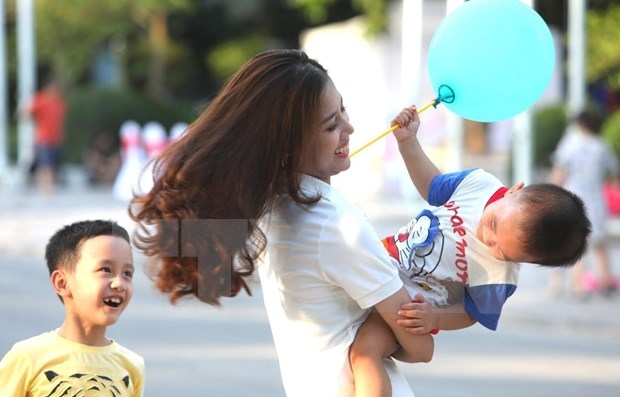 Organizan coloquio en Hanoi sobre las habilidades necesarias para ser padres responsables hinh anh 1
