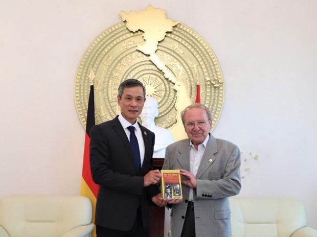 Periodista aleman Hellmut Kapfenberger lanzara libro sobre el Presidente Ho Chi Minh hinh anh 1
