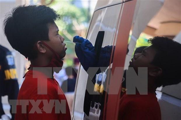 Indonesia despliega fuerza policial para garantizar cumplimiento de medidas contra el COVID- 19 hinh anh 1