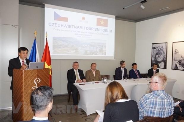 Vietnam y la Republica Checa impulsan turismo en etapa postCOVID-19 hinh anh 1