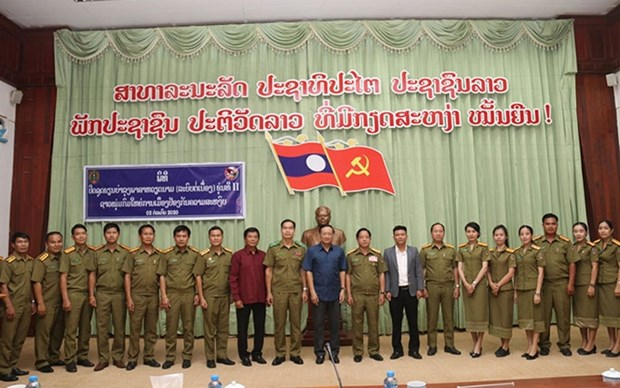 Promueven ensenanza del idioma vietnamita en Laos hinh anh 1