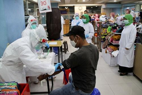 COVID-19: Confirman miles de nuevos contagios en Filipinas e Indonesia hinh anh 1