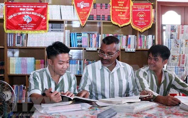 Prestan asistencia a presos extranjeros en Vietnam para rehacer su vida hinh anh 1