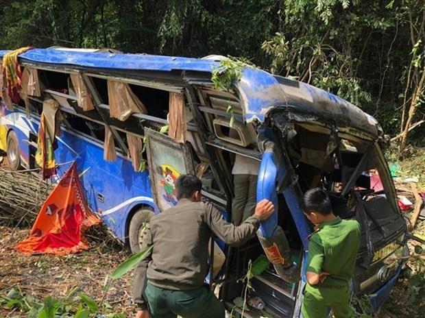 Cinco muertos en accidente de autocar en provincia vietnamita en Kom Tum hinh anh 1