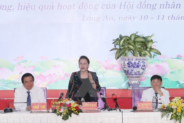 Presidenta del Parlamento de Vietnam participa en conferencia de consejos populares hinh anh 1