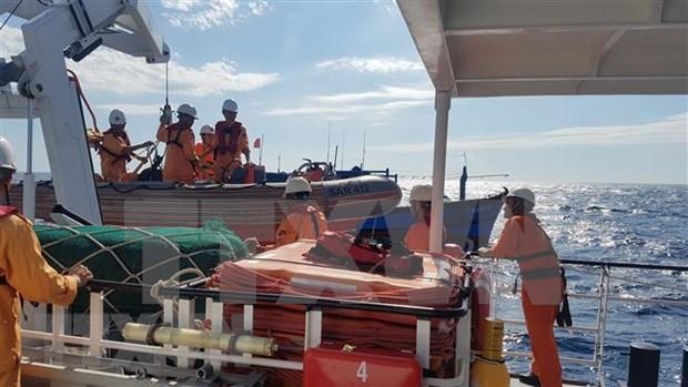 Rescatan a seis marineros vietnamitas accidentados en el mar hinh anh 1