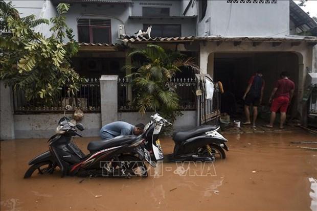 Indonesia reporta al menos 15 muertos por inundaciones hinh anh 1