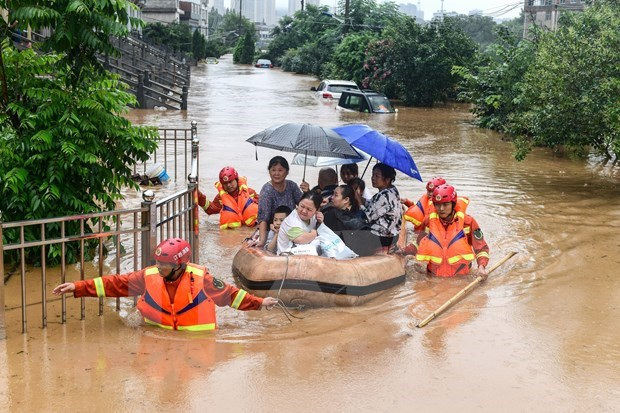 Vietnam presta asistencia a China para superar efectos de desastres naturales hinh anh 1