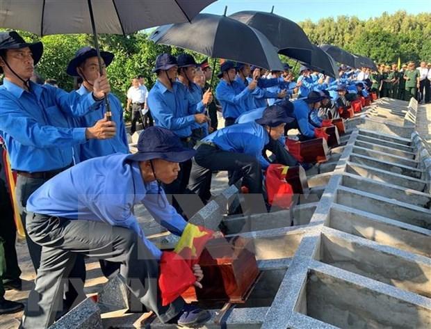 Realizan homenaje postumo a 52 combatientes voluntarios de Vietnam fallecidos en Camboya hinh anh 1