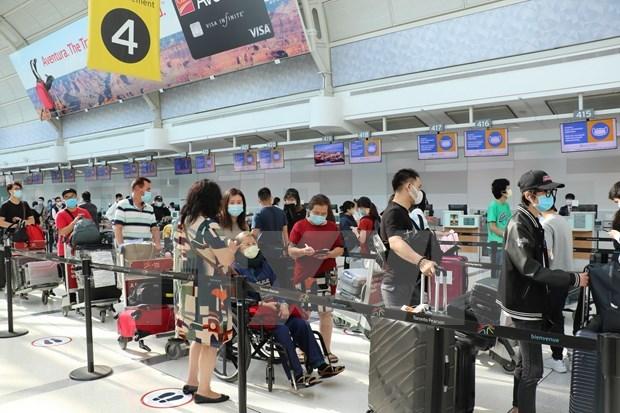 Mas de 340 ciudadanos vietnamitas regresan al pais de Canada hinh anh 1