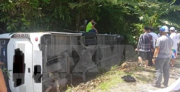 Accidente de autocar deja 13 muertos en provincia vietnamita hinh anh 1