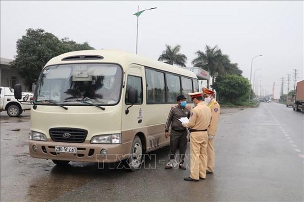 Vietnam fortalece las medidas preventivas contra el COVID-19 en los medios de transporte hinh anh 1