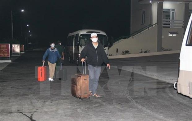 Repatrian a mas de 240 vietnamitas varados en Singapur hinh anh 1