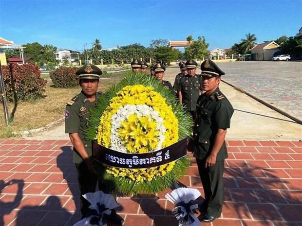 Autoridades de Vietnam y Camboya rinden homenaje a heroes y martires hinh anh 1