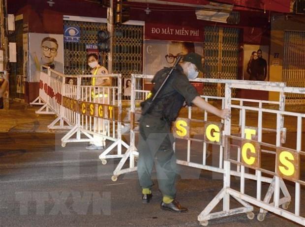 Suspenden servicios de transporte aereo, ferroviario y terrestre con destino a Da Nang hinh anh 1