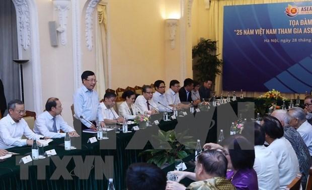 Efectuan coloquio sobre 25 anos de incorporacion de Vietnam a ASEAN hinh anh 1