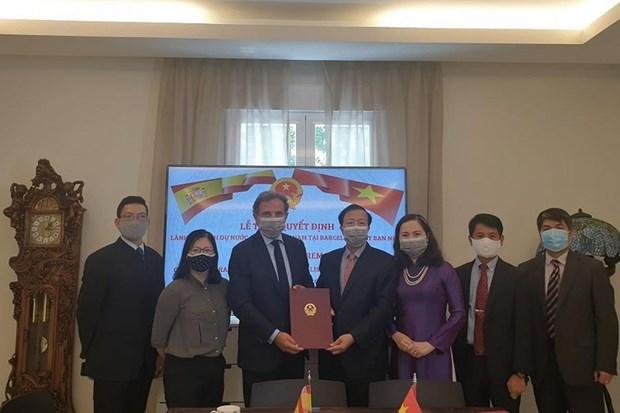 Designan a consul honorario de Vietnam en Barcelona hinh anh 1