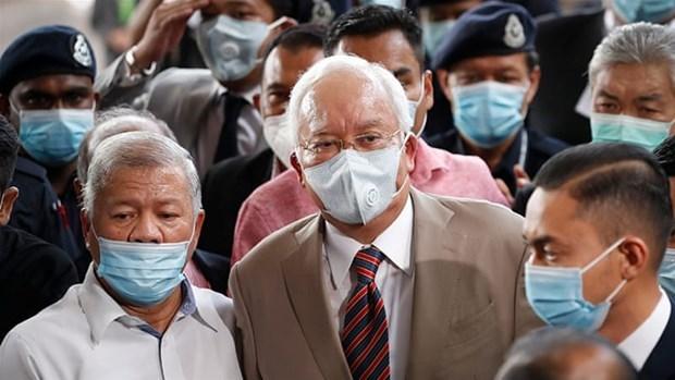 Condenan a ex primer ministro malasio a 12 anos de carcel hinh anh 1