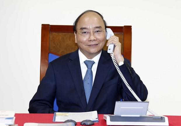 Premier vietnamita mantiene conversaciones telefonicas con presidenta de la CE hinh anh 1