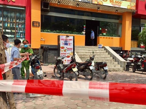 Bloquea Hanoi area de residencia y lugar de trabajo de caso sospechoso del COVID-19 hinh anh 1