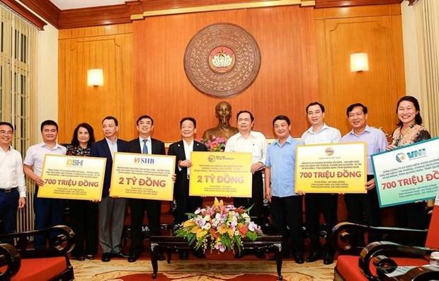 Empresas vietnamitas aportan asistencia financiera a la lucha contra el COVID -19 hinh anh 1