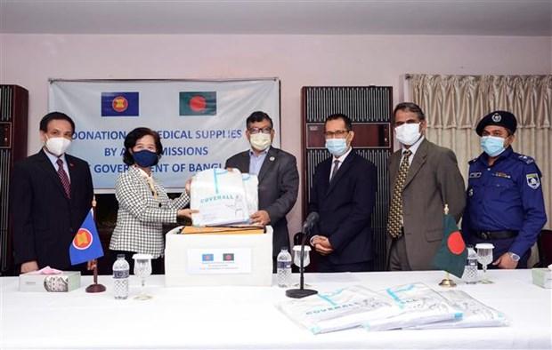 Comite de la ASEAN en Daca dona suministros medicos a Bangladesh hinh anh 1