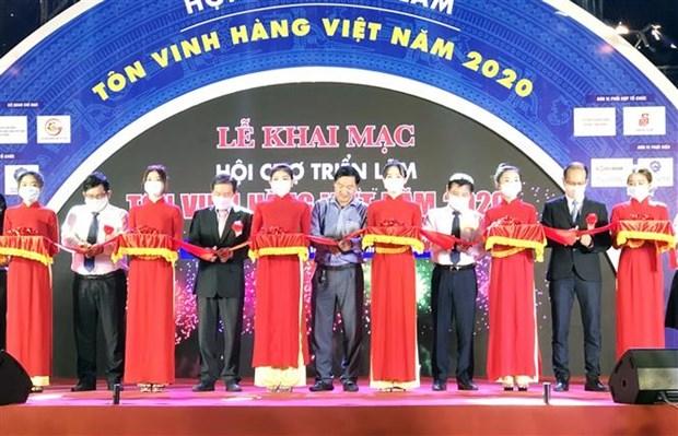 """Inauguran Exposicion """"Honrar productos vietnamitas en 2020"""" hinh anh 1"""