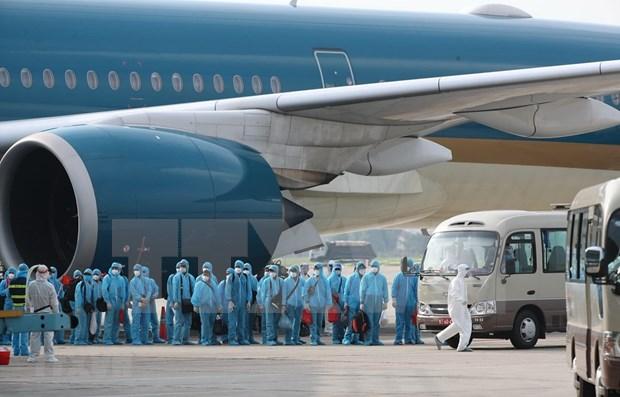 Vuelo de 37 horas trajo a vietnamitas de vuelta a casa desde Guinea Ecuatorial hinh anh 1