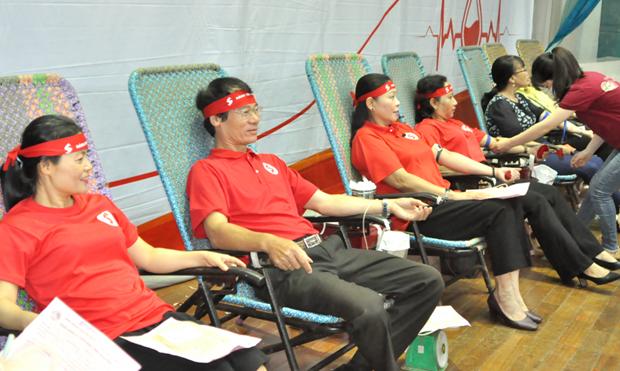 'Recorrido Rojo' sobrecumple su meta al recolectar mas de cien mil unidades de sangre hinh anh 1