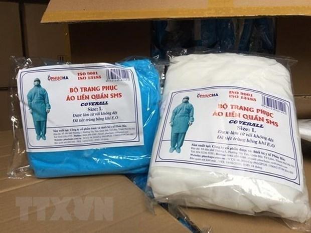 Vietnam: Procesan a cuatro individuos por vender falsificaciones de ropa de proteccion medica hinh anh 1