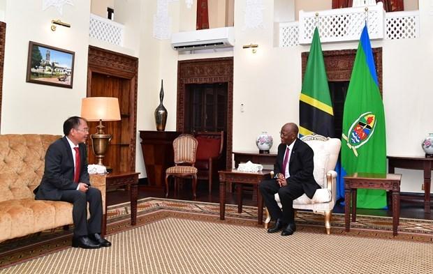 Presidente de Tanzania aboga por aumentar la presencia de empresas vietnamitas en su pais hinh anh 1