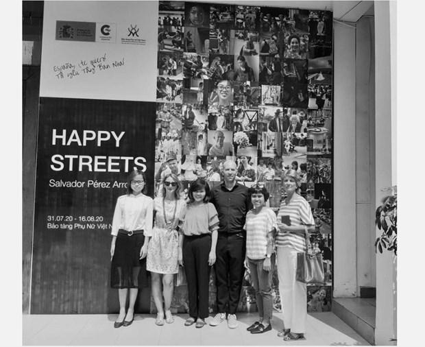 Exhiben fotografias en blanco y negro de arquitecto espanol sobre Vietnam hinh anh 1