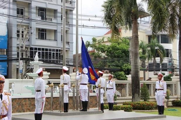 Canciller laosiano aprecia avances de la ASEAN a 53 anos de su establecimiento hinh anh 1
