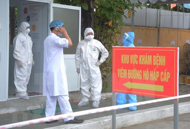 Premier vietnamita alaba aportes del personal medico en combate contra el COVID-19 hinh anh 1
