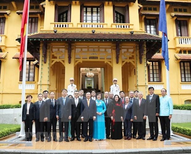 Izan bandera de la ASEAN en Vietnam por aniversario 53 de su fundacion hinh anh 1