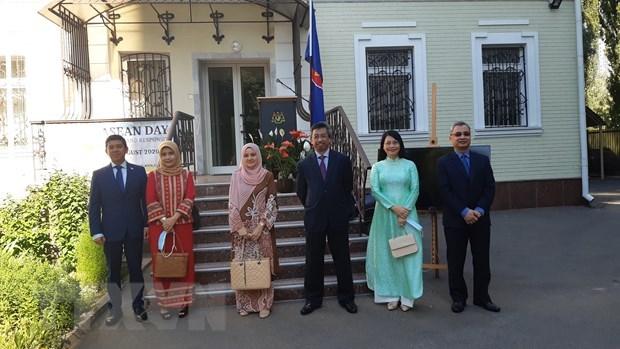 Izan bandera de la ASEAN en Ucrania por 53 anos de su fundacion hinh anh 1