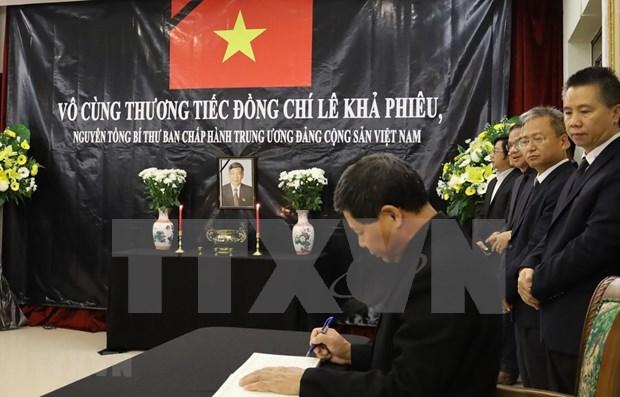 Embajadas de Vietnam en Malasia y Japon rinden homenaje postumo al exdirigente Le Kha Phieu hinh anh 1