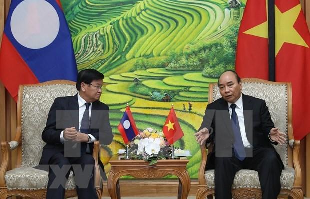 Primeros ministros de Vietnam y Laos discuten orientaciones estrategicas en desarrollo de nexos bilaterales hinh anh 1